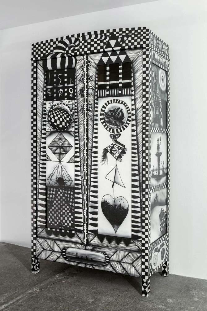 Stefan Inauen love 2014 Schrank 2türig mit Fenster dreiseitig bemalt Acryl auf Holz H 195cm, B 105cm, T 50cm