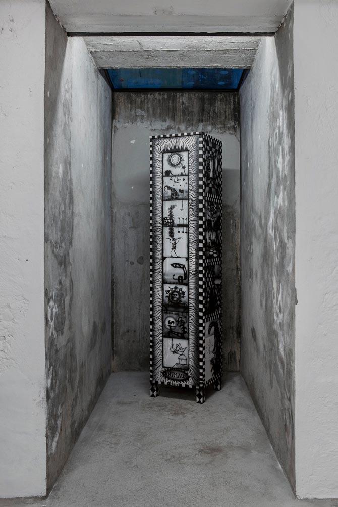 Stefan Inauen Animaus 2014 Hochschrank, eintürig, vierseitig bemalt Acryl auf Holz H 180cm, B 40cm, T 40cm