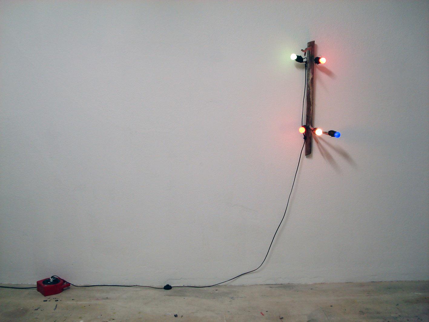 Stefan Inauen Strahlendes Vermächtnis 2008 Holz, Elektroinstallation 70 x 30 x 50cm