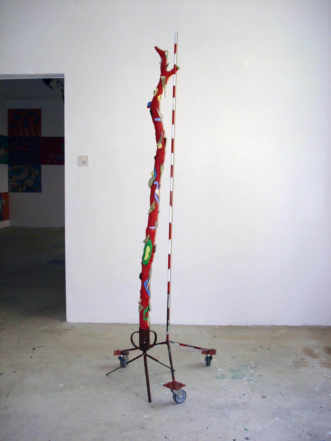 Stefan Inauen Voodoo und Befürworter 2008 lack, gummi, spiegelstücke, stahl, ast 70 x 65 x 185cm